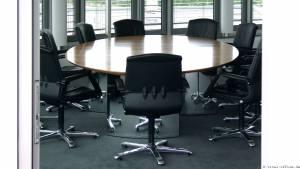 circon s-class - Edler repräsentativer elliptischer Konferenztisch in Echtholz Schweizer Birnbaum furniert