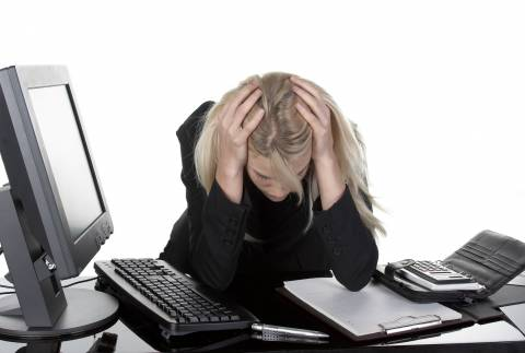 Baubiologie: aufgeladene Büromitarbeiter (Gesundheitsgefährdung am Arbeitsplatz)