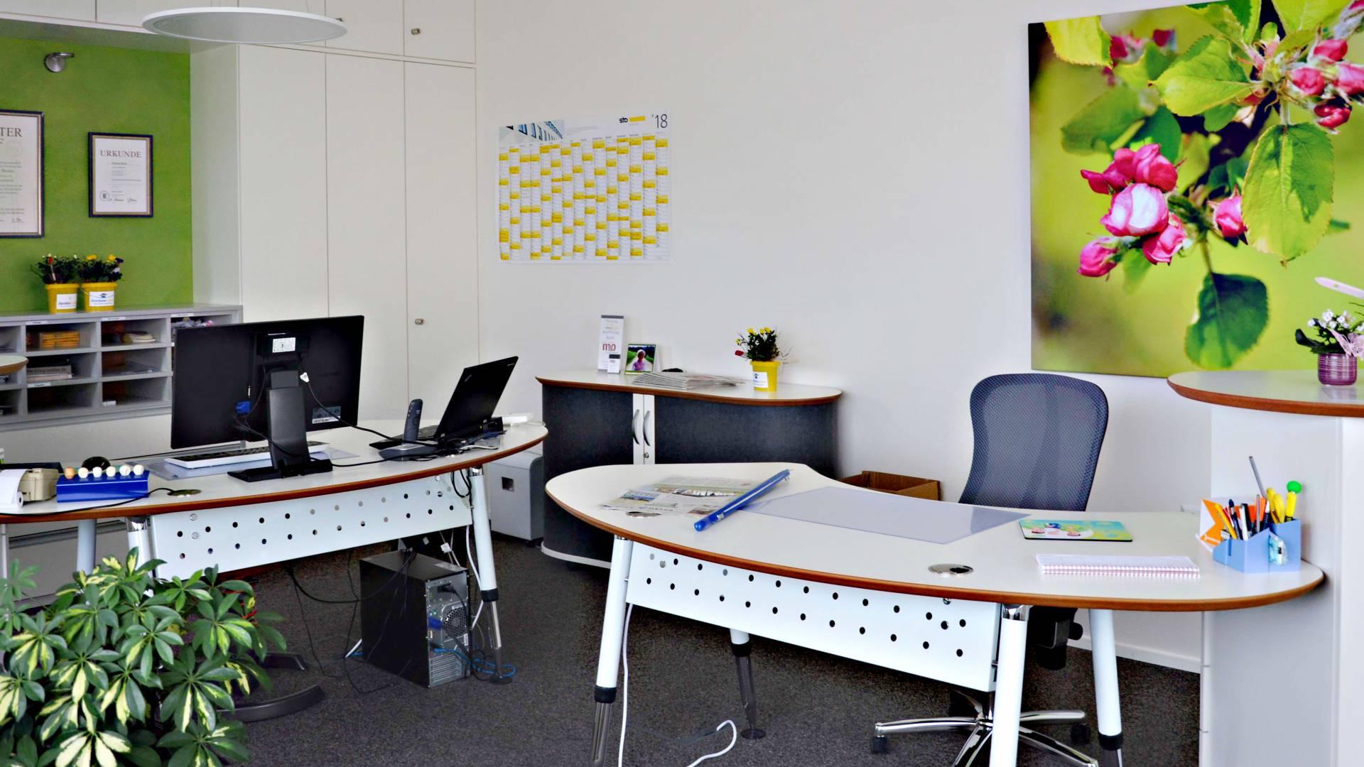 Maler Christiane Bruder mit neuem Büro für 2 Mitarbeiter - Vital-Office